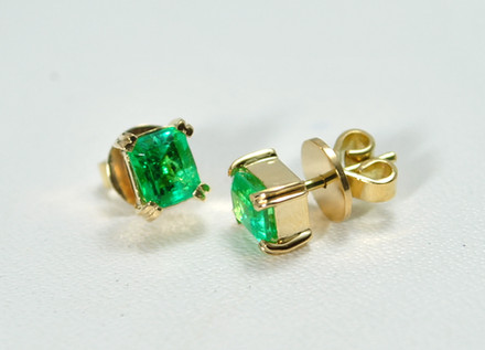 Topos O.A 18k esmeralda cuadrada 4 uñas