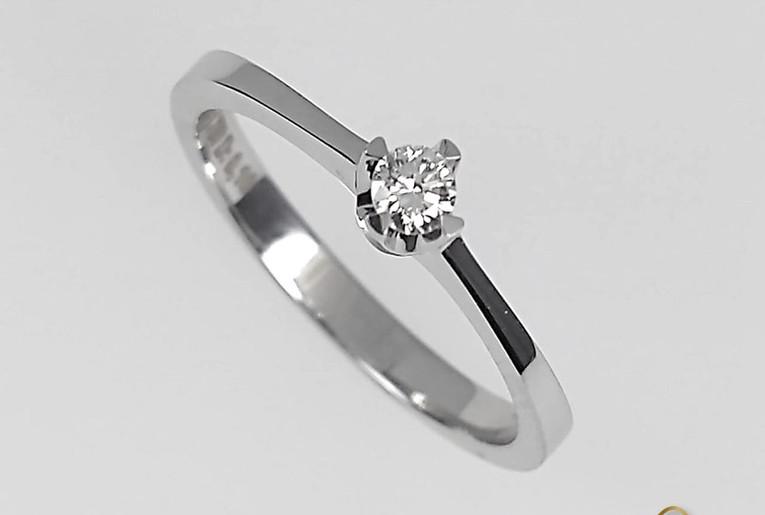 Solitario Oro Blanco 18k Cuatro Uñas Diamante.