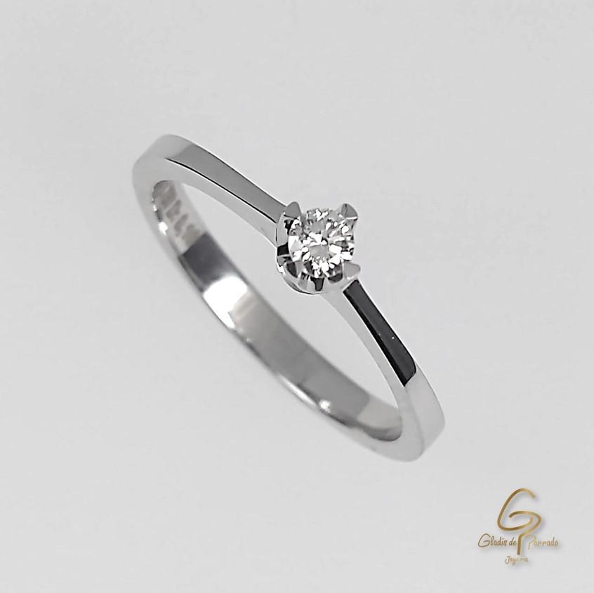 Solitario O.B 18k Cuatro Uñas Diamante.