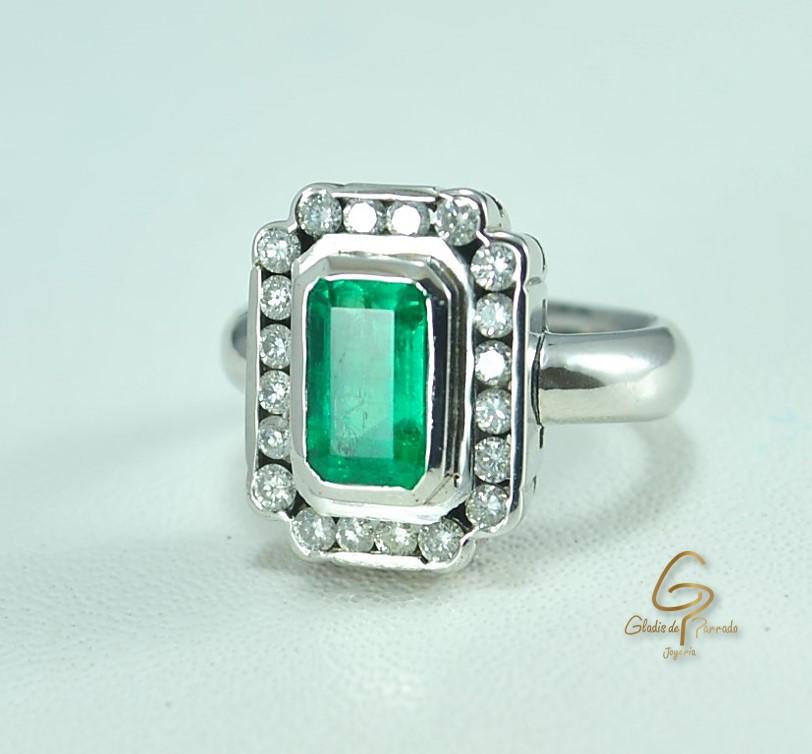 Anillo O.B 18k Esmeralda y Diamantes