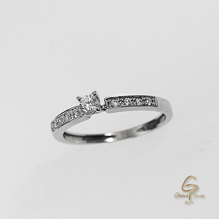 Solitario O.B 18k Diamante Central Uñas/adorno