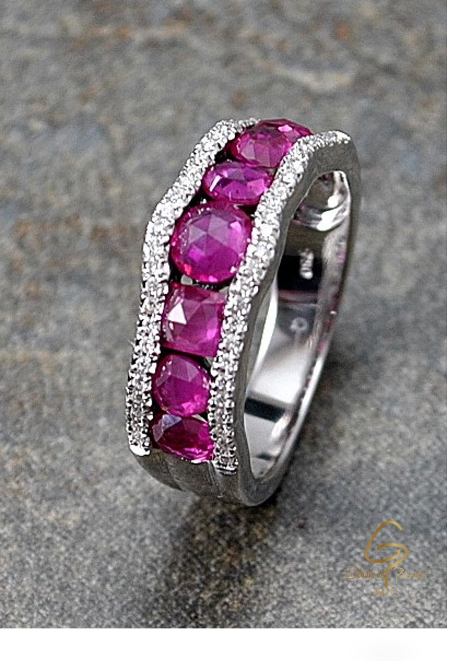 Anillo O.B 18k Barra Ruby Borde Diamantes
