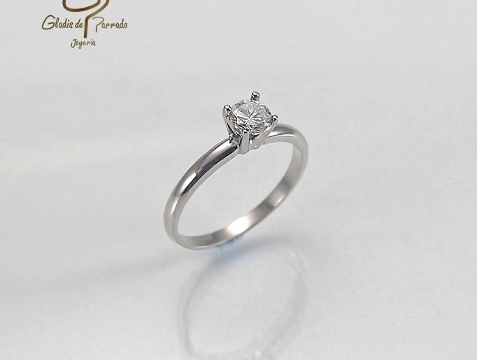 Solitario Oro Blanco 18K 4 Uñas Diamante