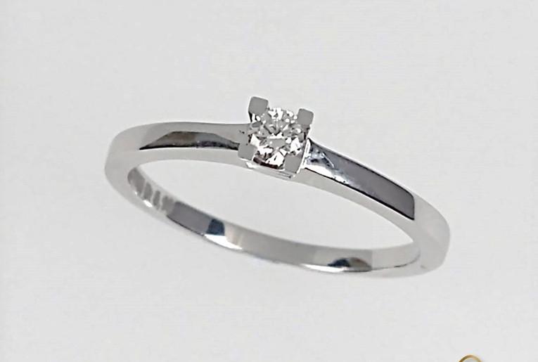 Solitario Oro Blanco 18k Engaste Cuatro Uñas Diamante.
