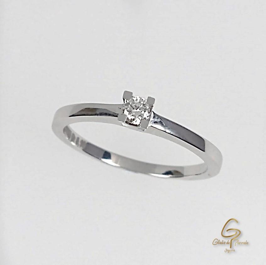 Solitario O.B 18k Engaste Cuatro Uñas Diamante.