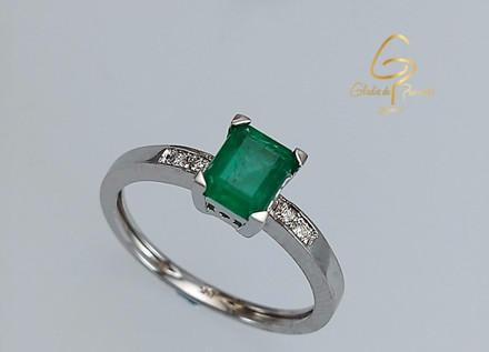 Solitario O.B 18k 4 Uñas Triangulo Esmeralda Rectangular 0.73ct/Diamantes 0.03ct