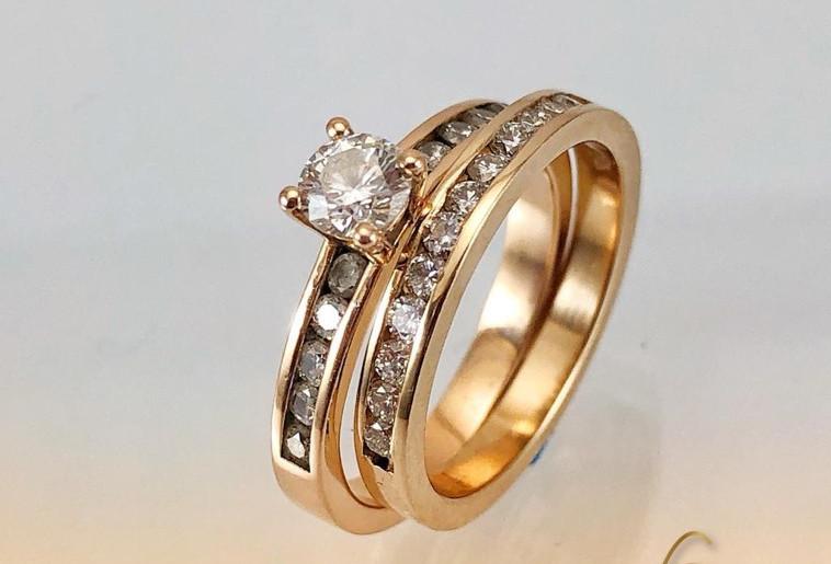 Argolla  y solitario Oro rosado 18k Diamantes
