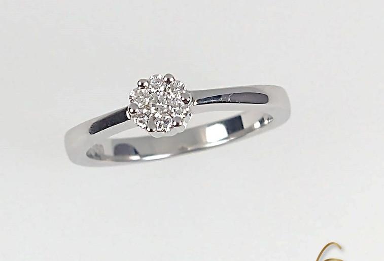 Anillo Oro Blanco 18k Roseton Diamantes.