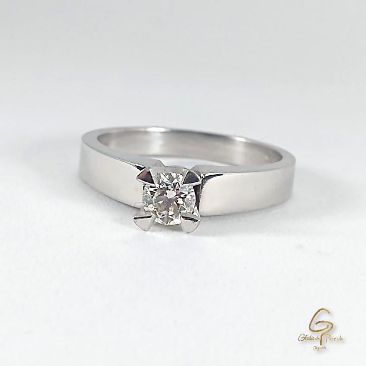 Solitario O.B 18k Cuatro Uñas diamantes.