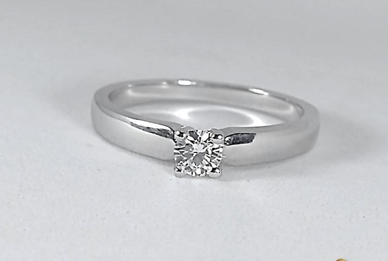 Solitario Oro Blanco 18k Diamante Cuatro Uñas