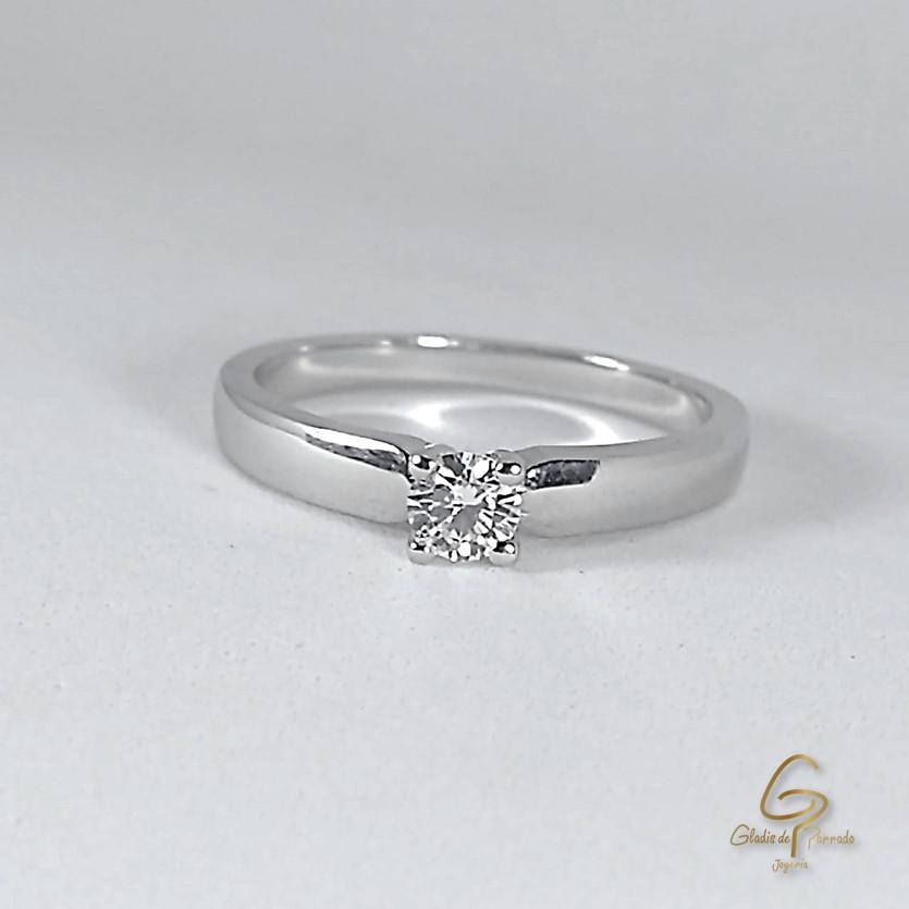 Solitario O.B 18k Diamante Cuatro Uñas