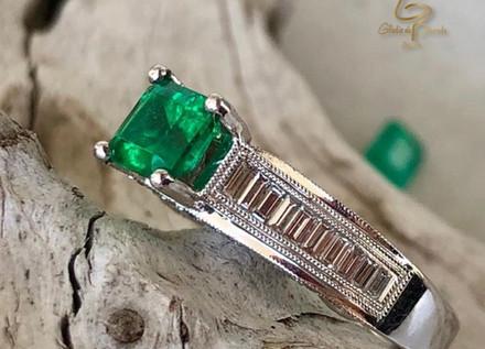 Anillo O.B 18k Esmeralda Cuadrada 0.98ct/diamantes 0.72ct