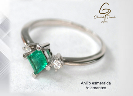 Anillo esmeralda diamantes