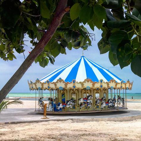 family-vacation-carousel-progreso-merida