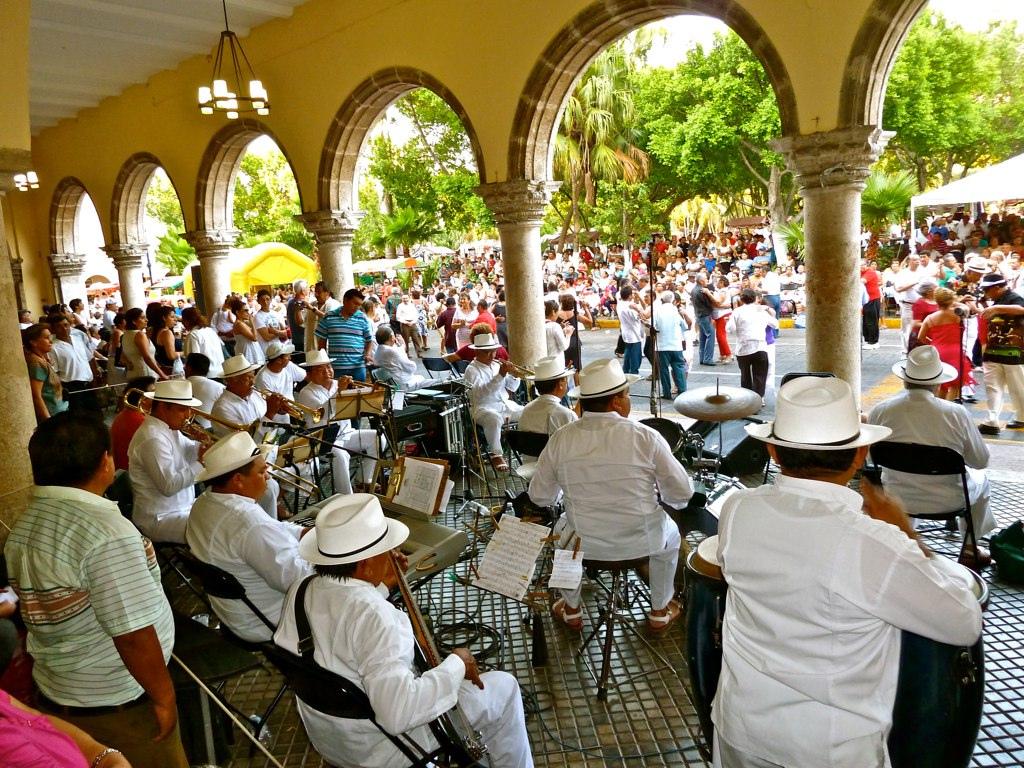 merida-plaza-santa-lucia-mexico