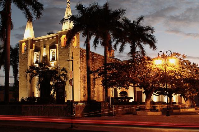 merida-iglesia-yucatan-mexico
