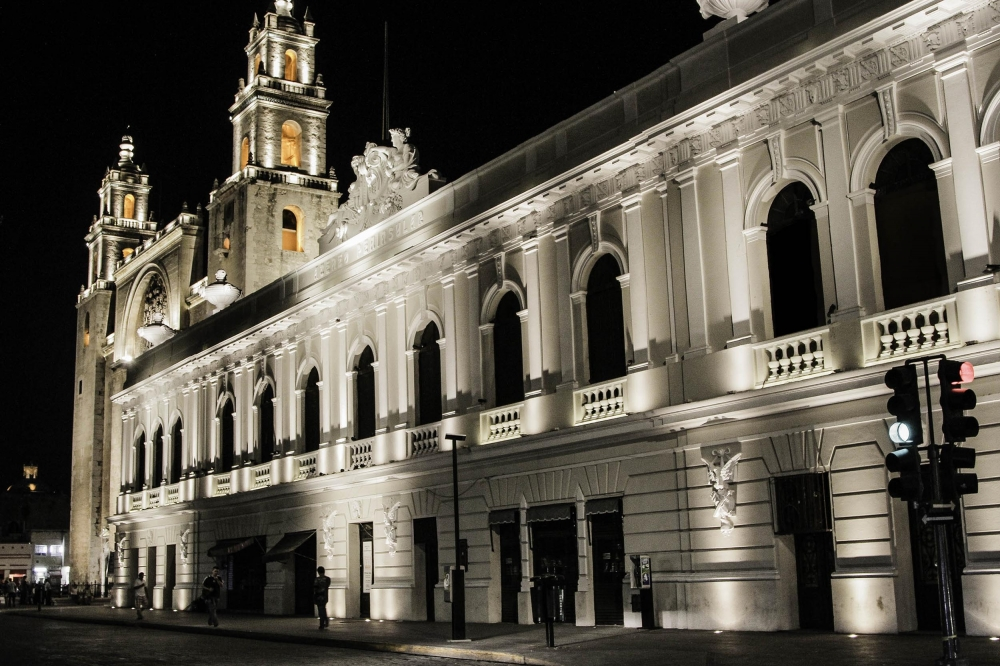 downtown-merida-night-citylights-yucatan