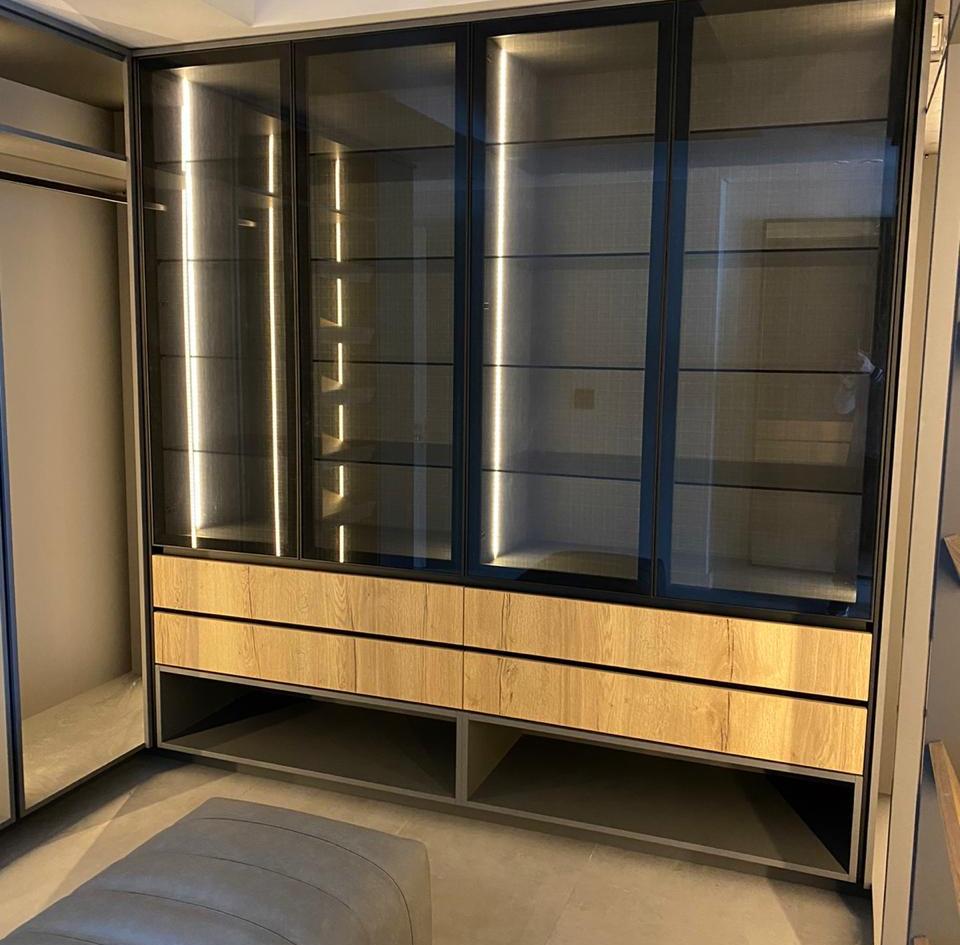 Main Dresser
