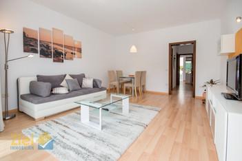 Wohnzimmer, hell und geräumig