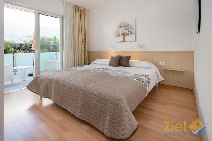 Schlafzimmer mit Terrassenzugang