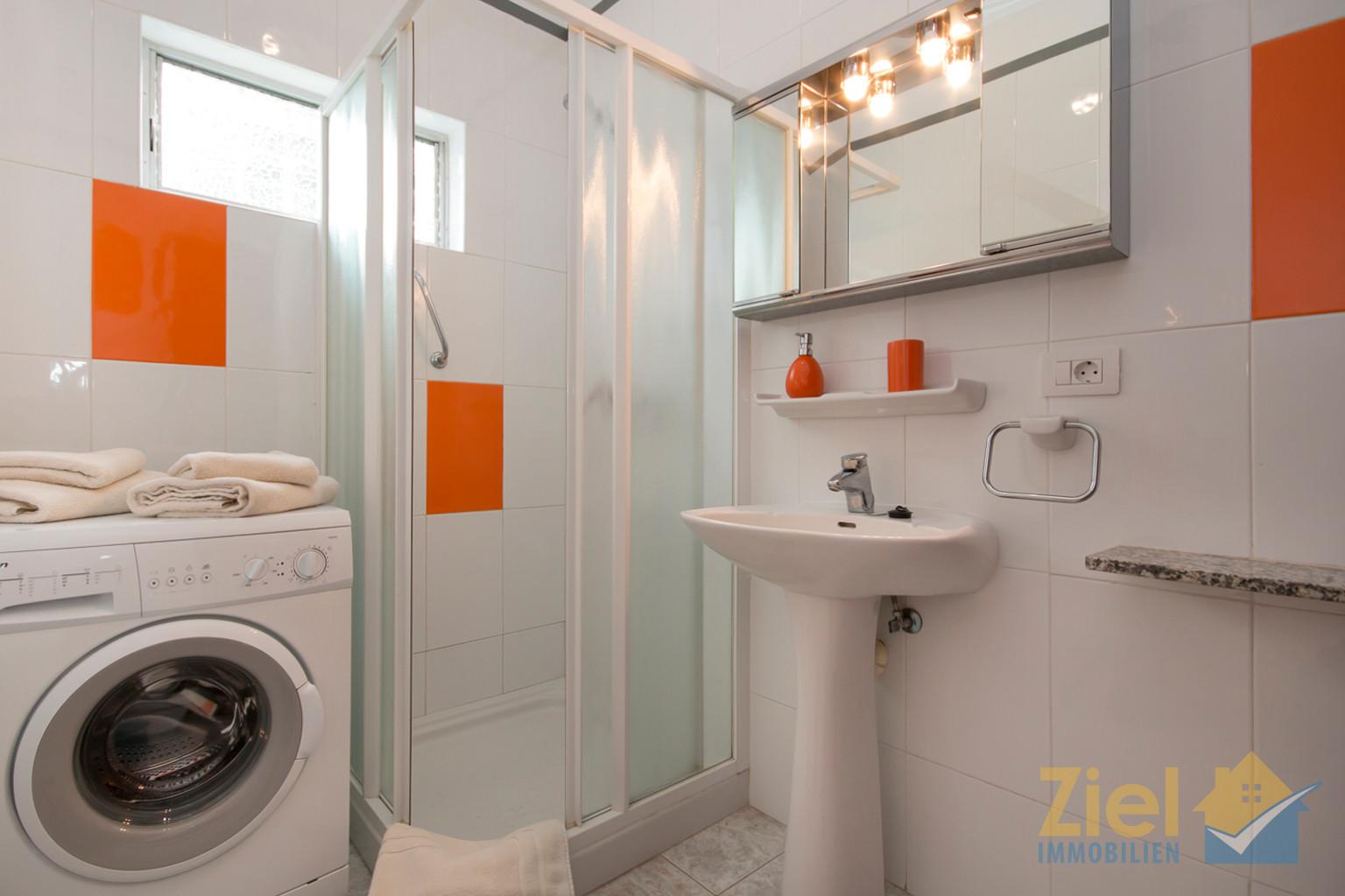 Duschbad mit eigener Waschmaschine