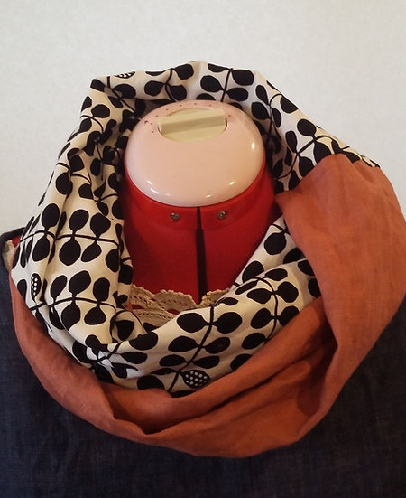 Linny Infinity scarf - red clay and black
