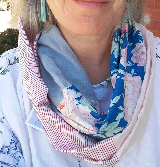 Infinity scarf -pink on blue