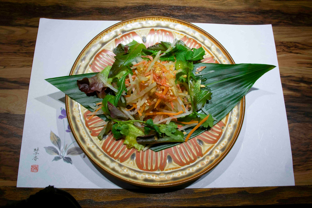 グリーンパパイヤと海老のスパイシーサラダ