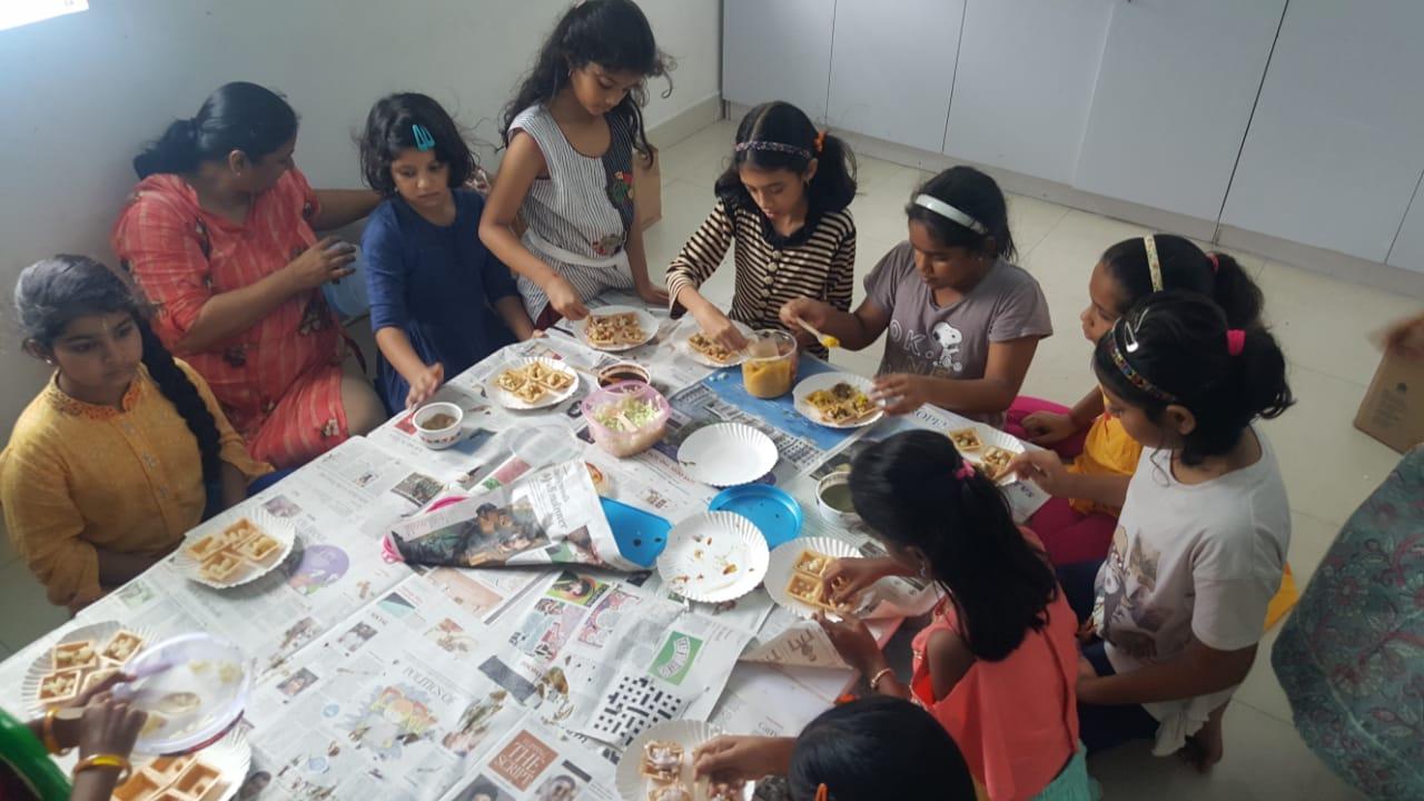 Lrng to make snacks with Nisha aunty