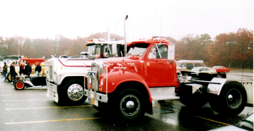 Line up of vehicles on a foggy & wet day
