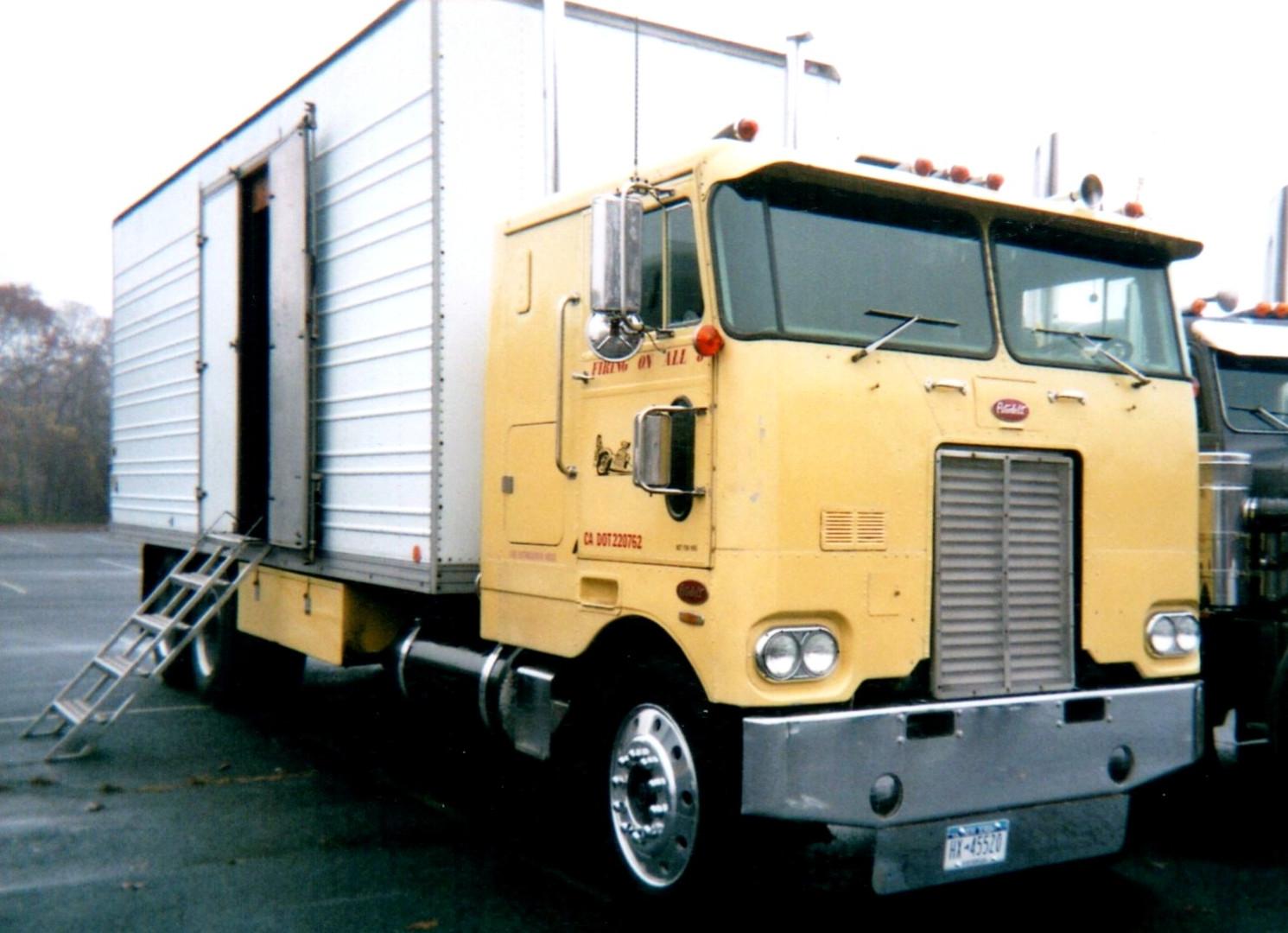 Mike Parkhill's 1971 Peterbilt 352 COE box truck