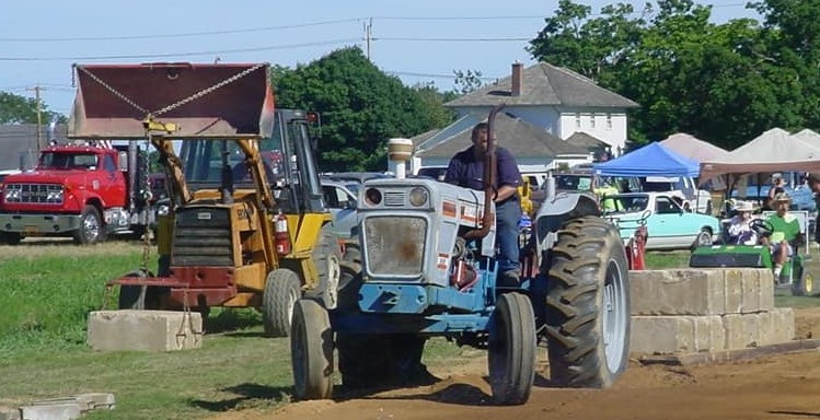 Ford tractor on pulling track