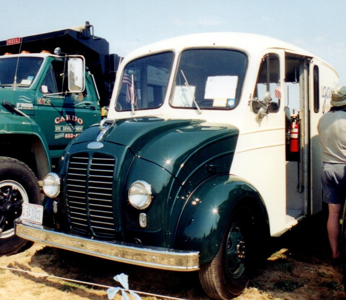 1954 Divco 15U delivery - Philip Kenter