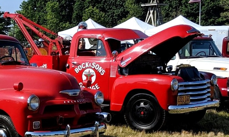 1951 Chevrolet 3800 wrecker - Paul Bock