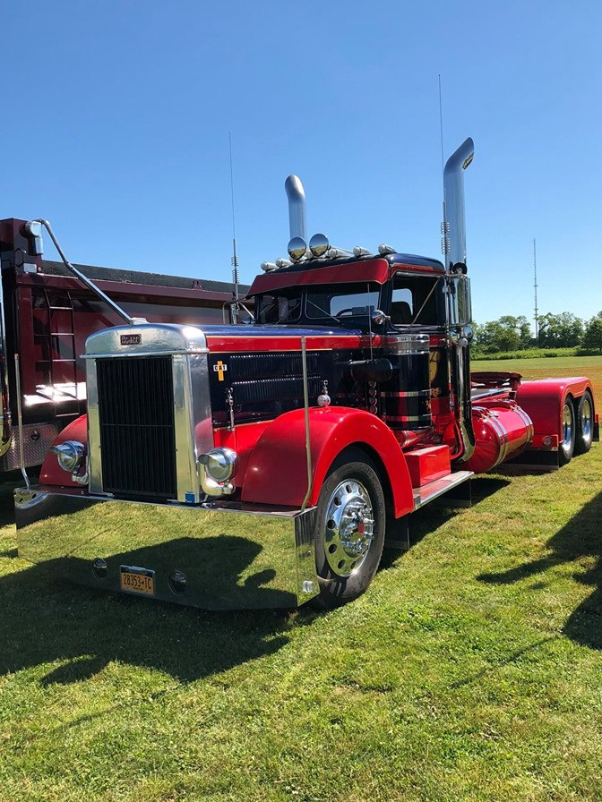 1952 Peterbilt cab on a 2001 chassis