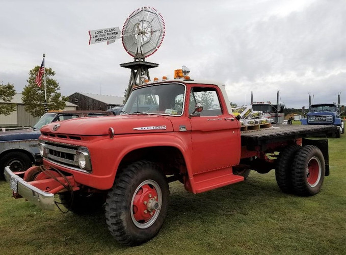 Craig Kenda's 1962 Ford flatbed at the LIAPA show grounds