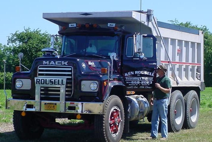 Working 1988 R model Mack dump