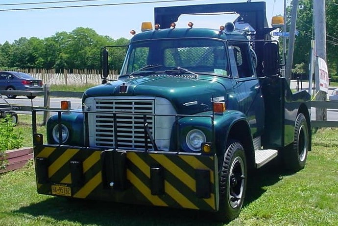 Craig Kenda's 1972 International Loadstar wrecker