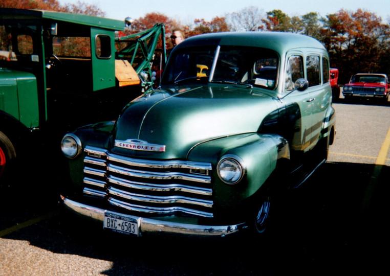 Ron Meyer's 1952 Chevrolet Carryall Suburban