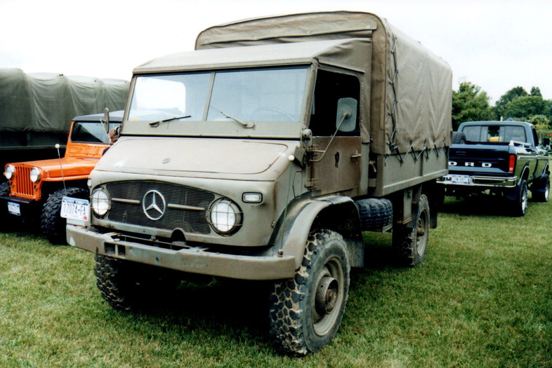 Mercedes Benz Unimog cargo