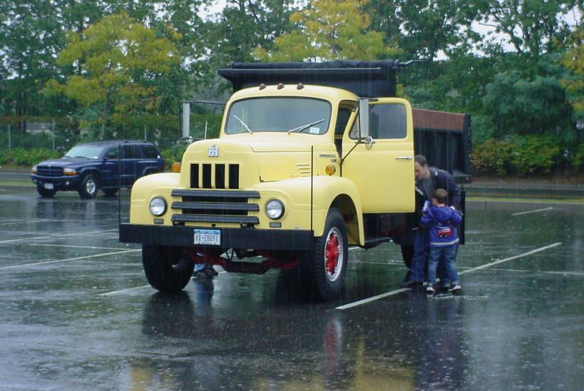 Rich Howell's 1962 International R-190 dump