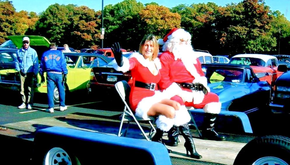 """Santa & his """"daughter"""" arriving"""