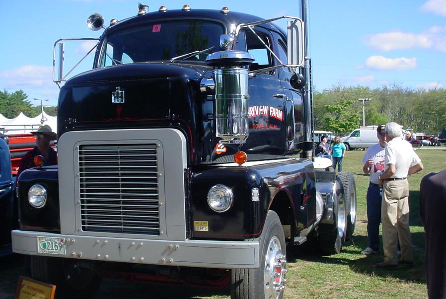 1955 International RDFC 405 Emeryville tractor