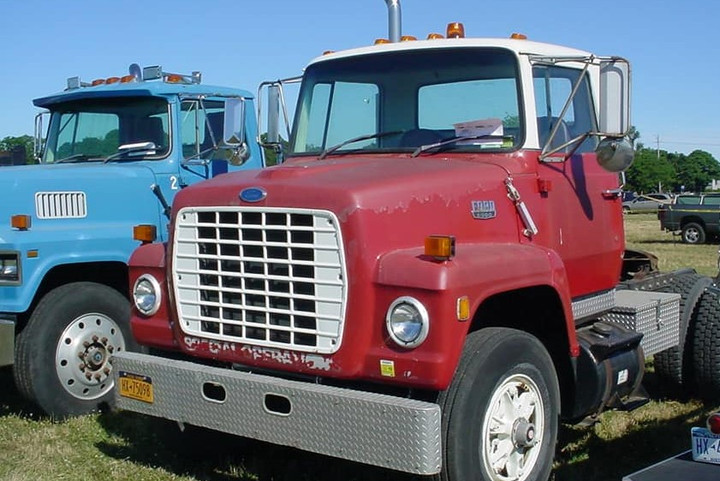 1990 Ford tractor & 1986 Ford tractor - Steve Wolbert's