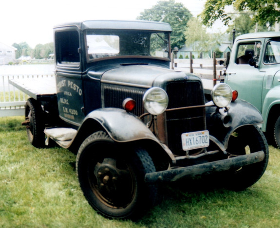 1933 Ford Model BB flatbed - Alan Simpson
