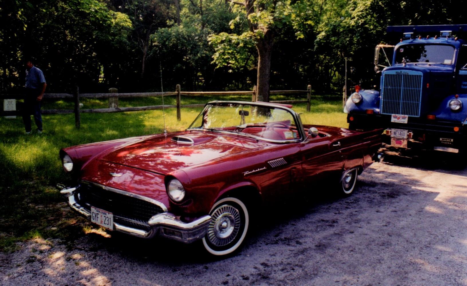 Floyd Chivvis' 1957 Thunderbird
