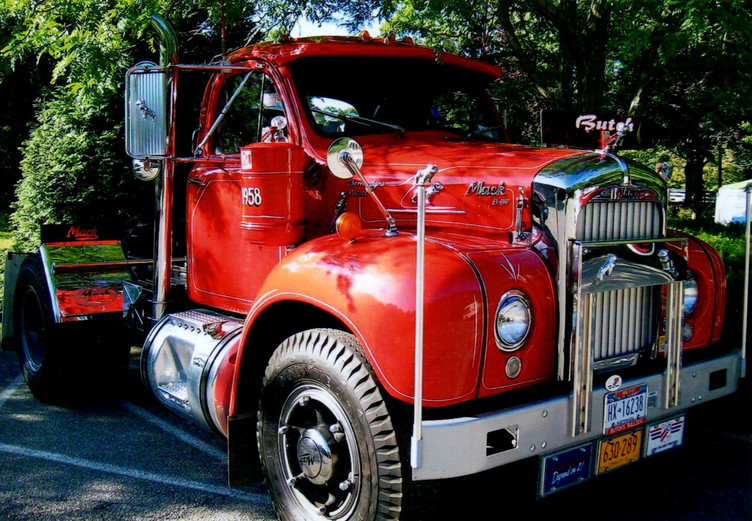 Howard Pratt's 1958 Mack B-67T