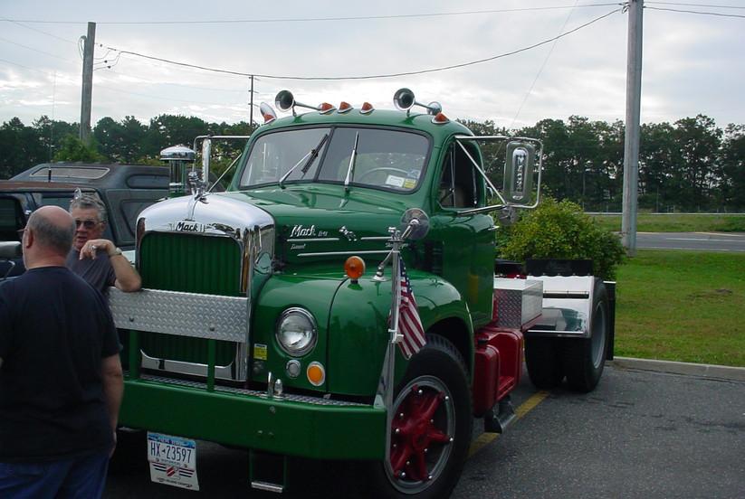 Nick Nuzzi's 1965 Mack B-61 tractor