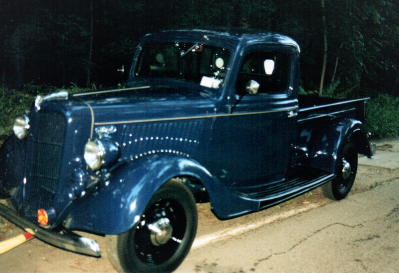 1936 Ford pickup - Floyd Chivvis (driven by Fred Dietz)