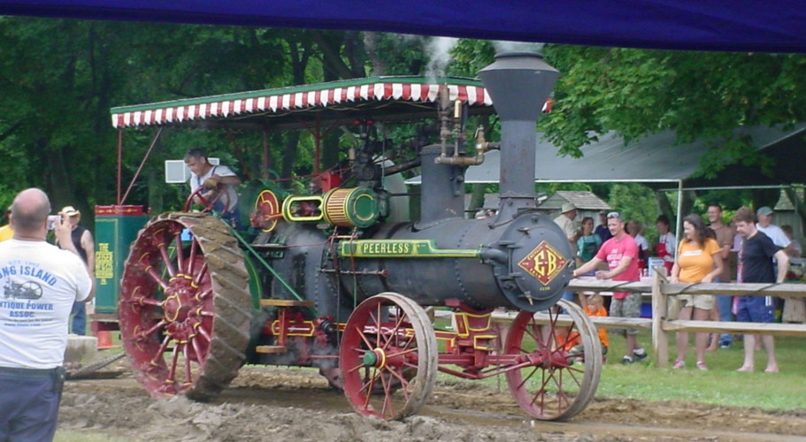 LIAPA's stram tractor on the pulling track